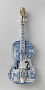 Violino do início do século XVIII feito de cerâmica, item do acervo do RIJKSMUSEUM de Amsterdam